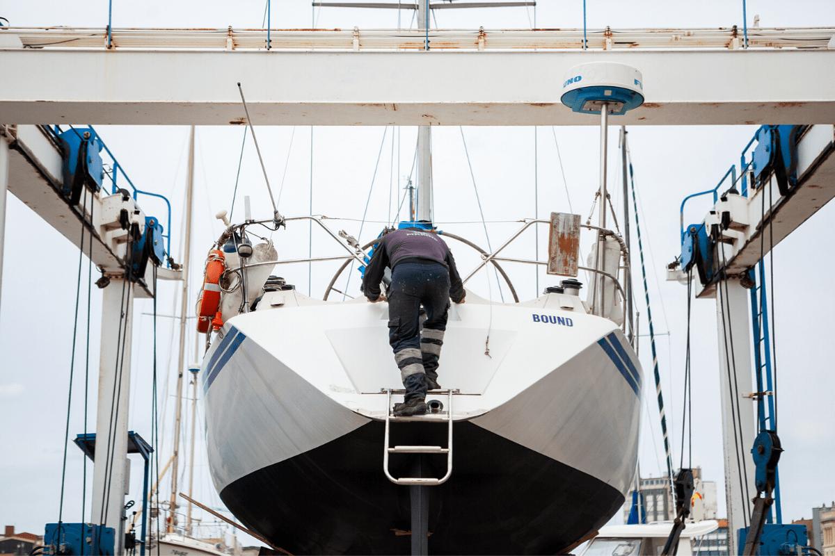 Servicio de grúa para embarcaciones