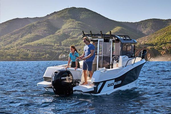 barco Quicksilver 605 pilothouse con motor mercury
