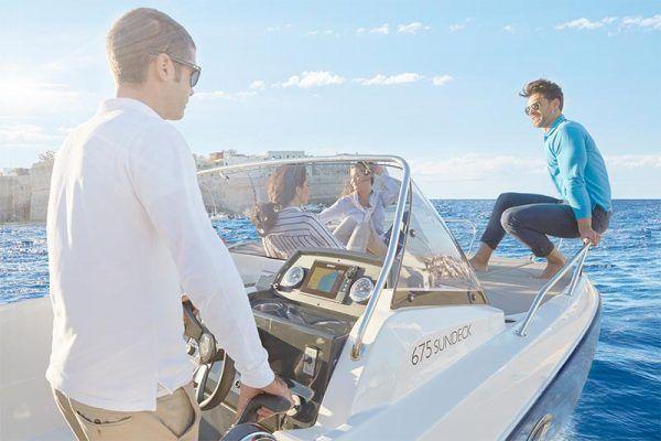 proa con colchoneta en barco de pesca Quicksilver 675 sundeck